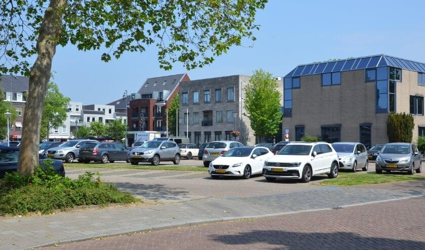 <p>Waar nu nog auto&#39;s worden geparkeerd, verrijst - als het aan het college van burgemeester en wethouders ligt - een nieuw huis van de gemeente Best.</p>