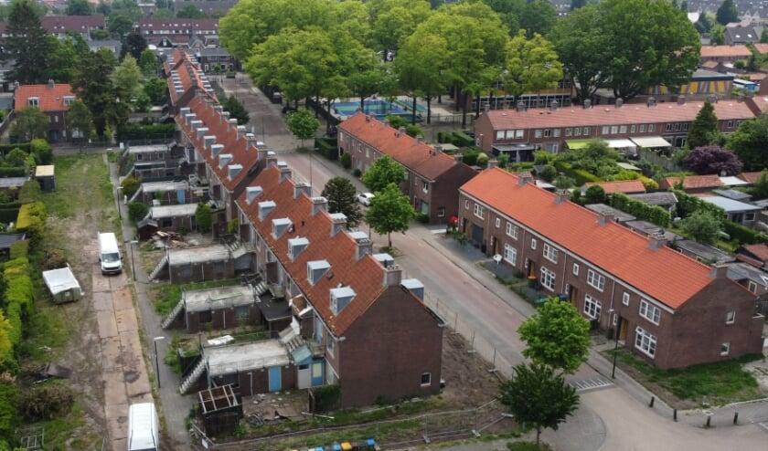 <p>Links de te slopen woningen aan de Dennenlaan en Sparrenlaan in Veenendaal.<br><br></p>